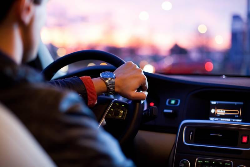 Como vender carros usados: procura por veiculos seminovos a venda aumenta na internet