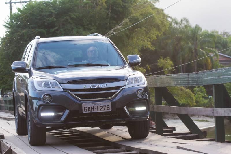 Lifan X60 2018 tem boa avaliação de ficha técnica com câmbio automático, o consumo é aceitável para um SUV