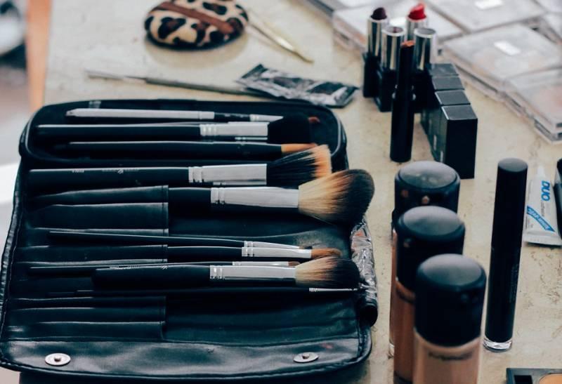 Como comprar maquiagem para um kit iniciante