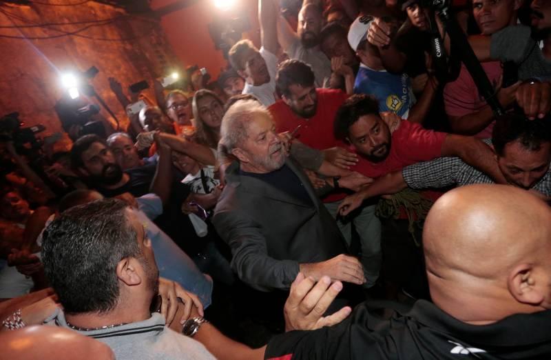 Lula entra para a história como primeiro ex-presidente preso por crime comum no Brasil