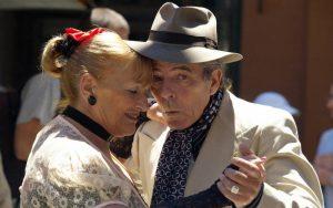Vagas de emprego cuidador de idosos crescem no país