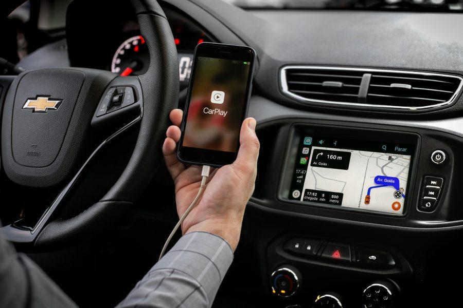Multimídia do Chevrolet Onix projeta o Waze na tela do carro também via Apple CarPlay