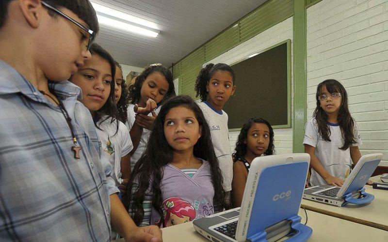 Educação brasileira precisa de tecnologia urgentemente