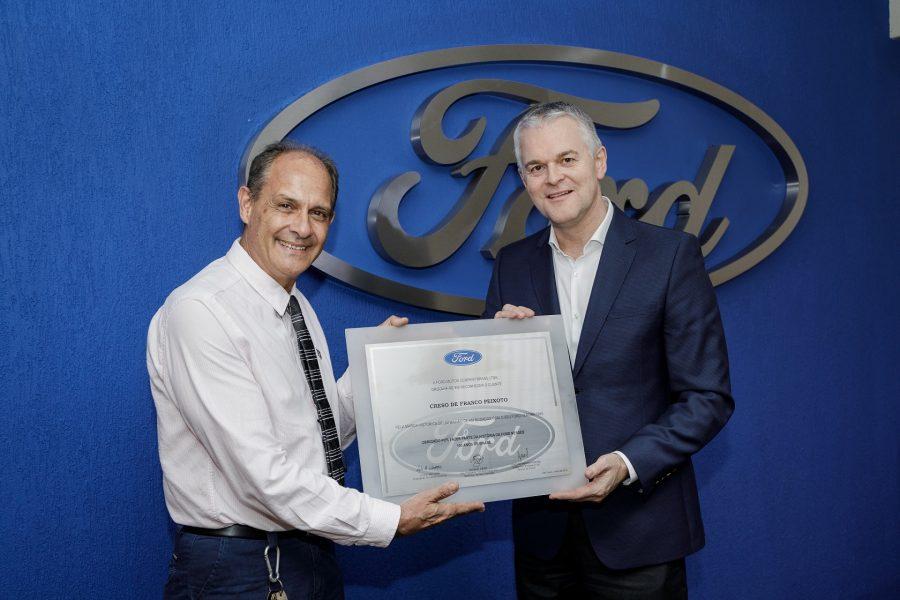 CresoPeixoto e LyleWatters, presidente da Ford