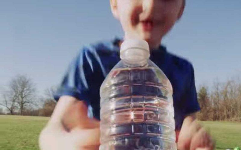 Ford transforma garrafas plásticas em tapetes e ajuda a reciclar mais de 1 bilhão de pets