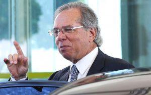 """Ministro da Economia diz que """"Preço de petróleo é com a Petrobras"""""""