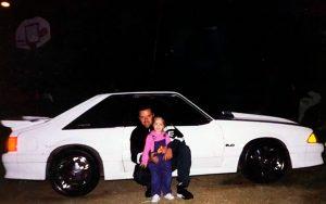 Homem recupera Mustang que precisou vender há 17 anos e se emociona