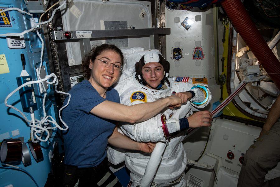 A dupla fez sua primeira caminhada espacial em 18 de outubro para substituir um controlador de energia com falha na estrutura de treliças P6 da Estação Espacial Internacional.