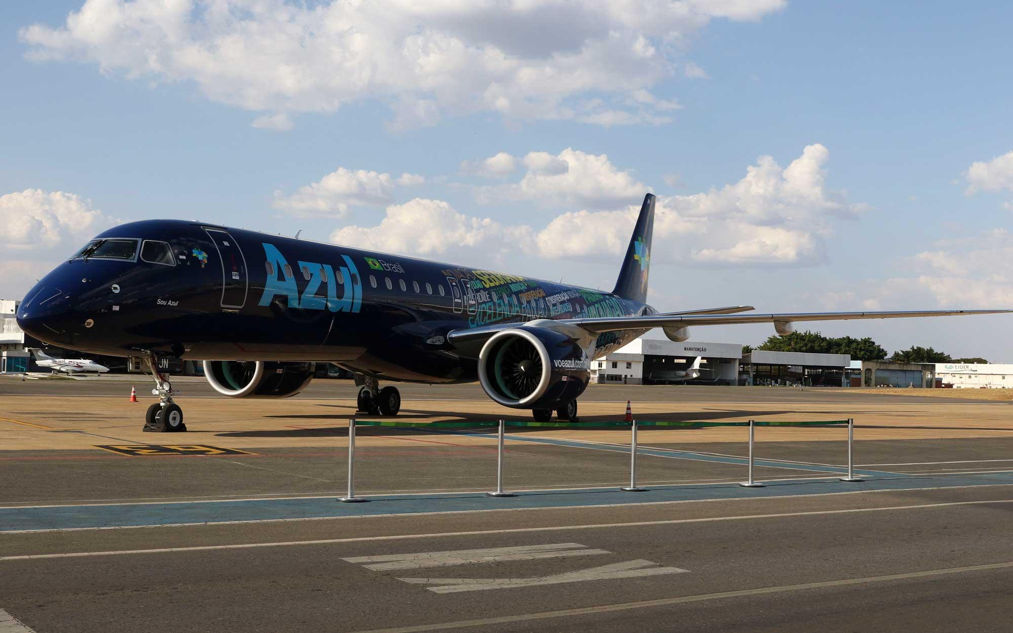 Apresentação do jato Embraer 195-E2, a maior e mais moderna aeronave comercial já produzida no Brasil, adquirida pela Azul Linhas Aéreas (foto: Valter Campanato/Agência Brasil)