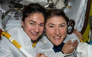 Já é história: aconteceu a primeira caminhada 100% feminina no espaço