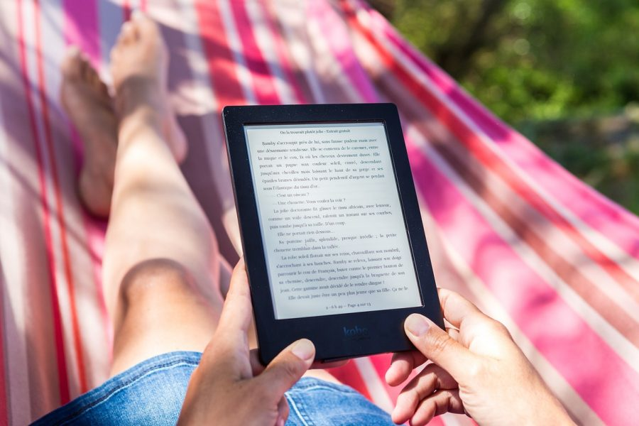 Com um leitor de ebook você tem milhares de livros em qualquer lugar