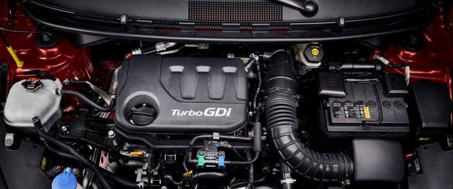 A grande novidade na segunda geração do compacto sul-coreano é o motor 1.0l Turbo GDI