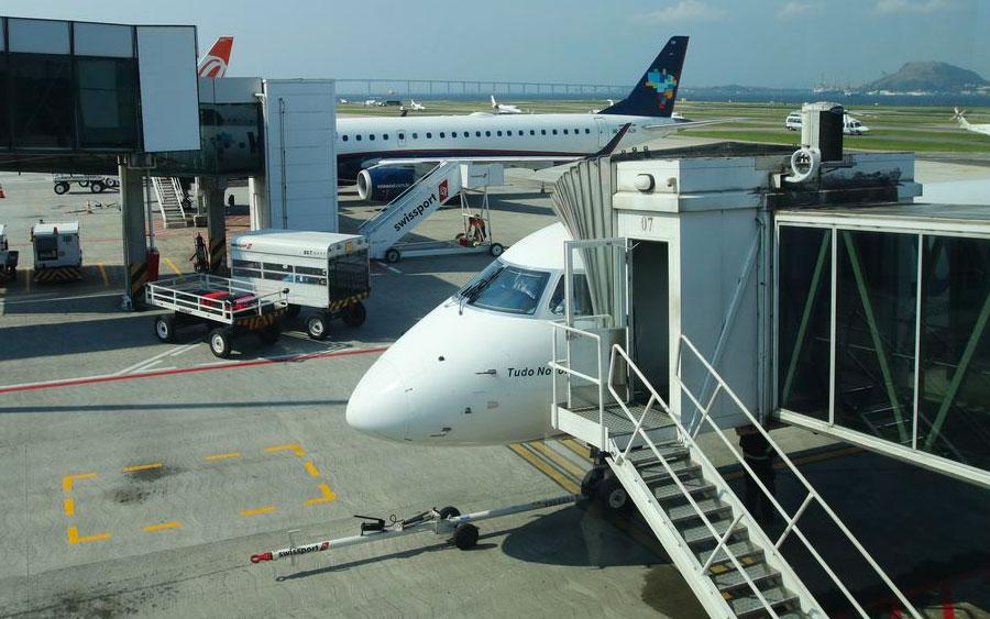 Passagens aéreas baratas: entenda o significado das empresas low cost no Brasil
