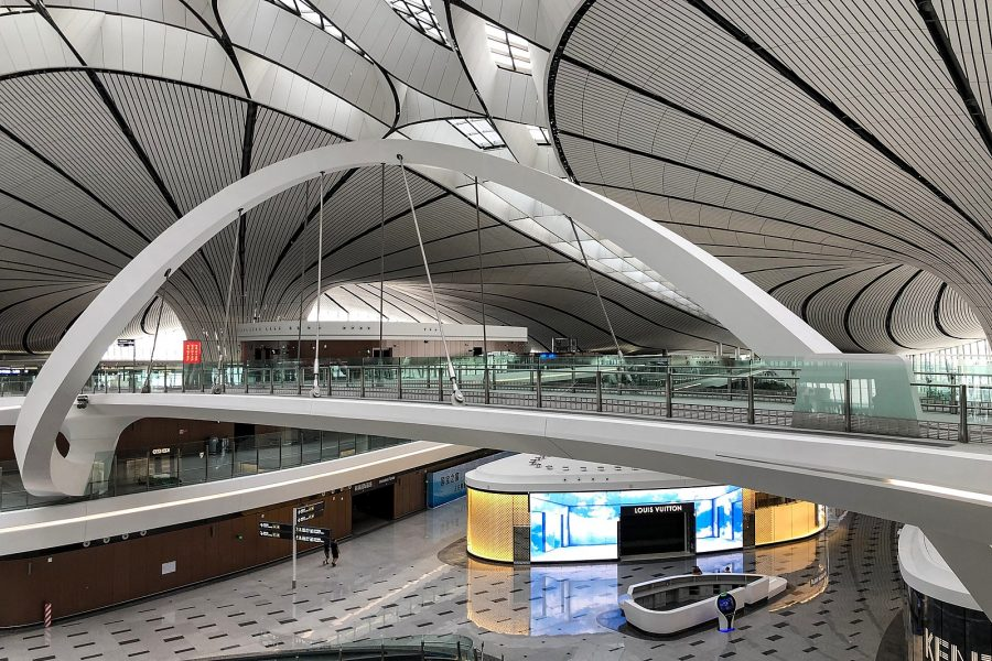 Interior do Beijing Daxing International Airport (N509FZ / wikimedia)