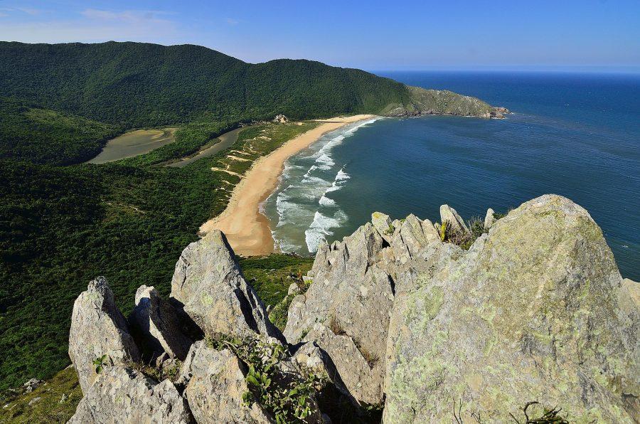 Praia Lagoinha do Leste (foto: oscar fava / wikimedia)