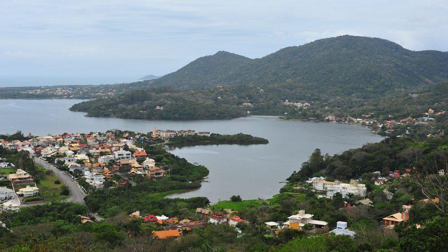 Lagoa da Conceição, Florianópolis, Brasil (foto: TheHvalros / wikimedia)