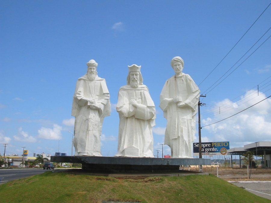 O Monumento Pórtico dos Reis Magos, em Natal, atesta a tradição dos Santos Reis (foto: Patrick-br / Wikimedia)