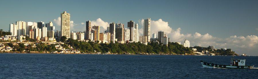 Vista da cidade de Salvador a partir da Baía de Todos os Santos (foto: Avinash Achar / wikimedia)