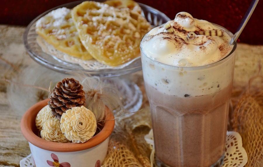 Usar leite em pó no café deixa a bebida muito mais cremosa