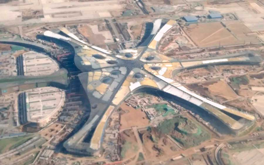 China inaugura aeroporto gigantesco e lindo