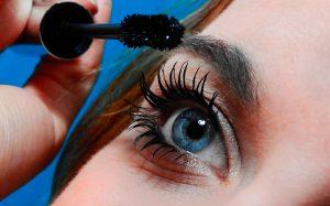 Como comprar um kit de maquiagem iniciante