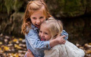 Psicóloga investiga quando as crianças começam a se importar com a opinião dos outros