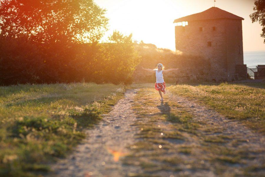 Desde muito cedo, as crianças, assim como os adultos, são sensíveis aos valores que atribuímos a objetos e comportamentos