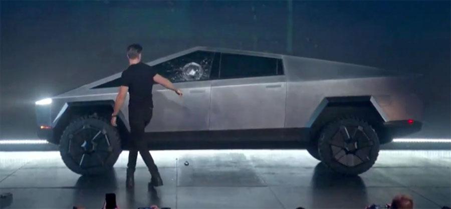 Tesla Cybertruck promete robustez, mas falha em teste ao vivo