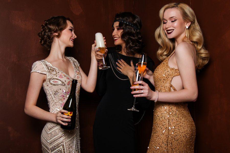 Vestidos cheios de charme e de brilho, combinam com eventos noturnos.