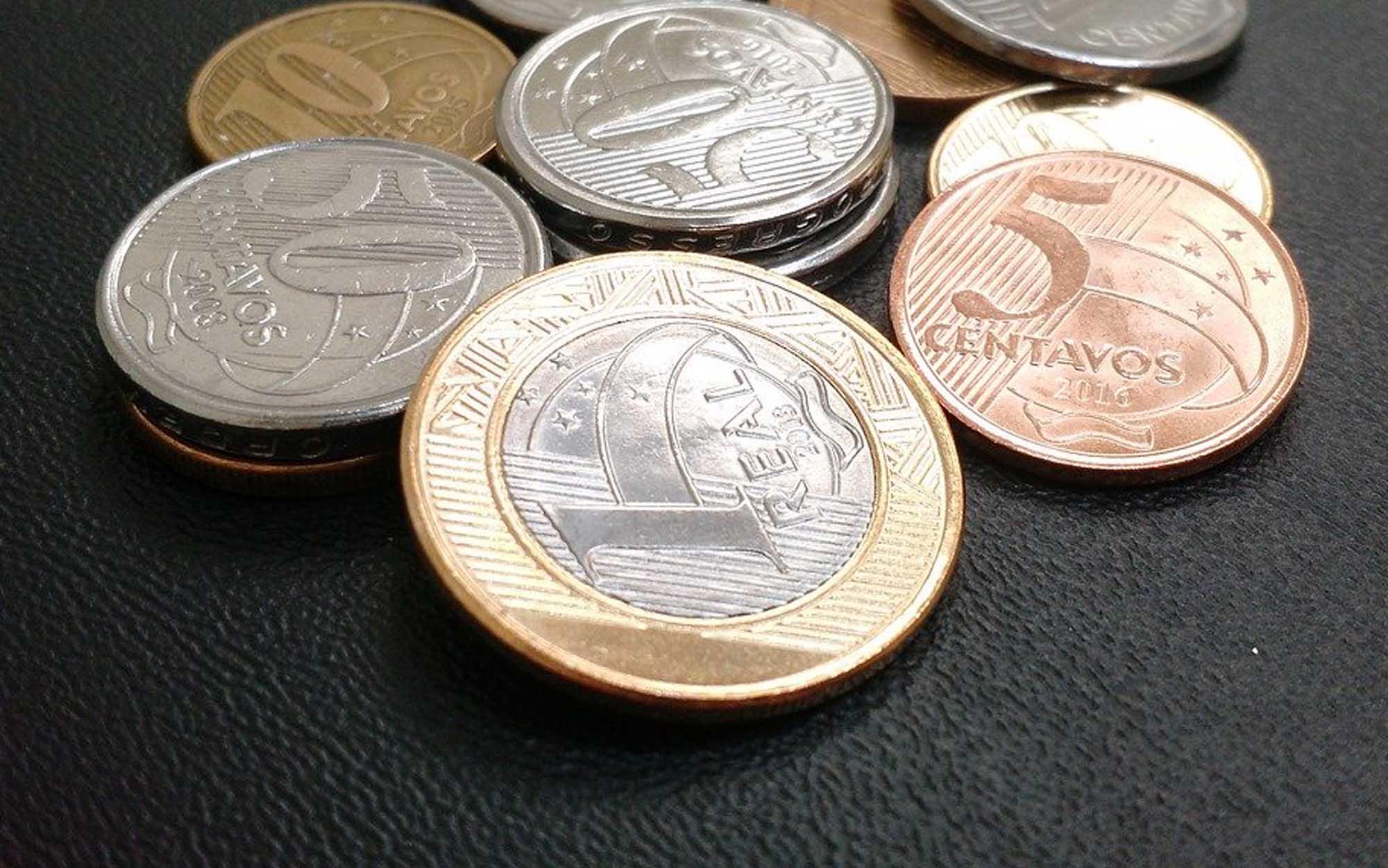 É a primeira vez na história que o salário mínimo ultrapassa a faixa de R$ 1 mil desde o início do Plano Real