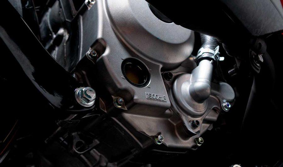 Com 250cc, rende 22,8 cv de potência e 2,5 kgf.m de torque