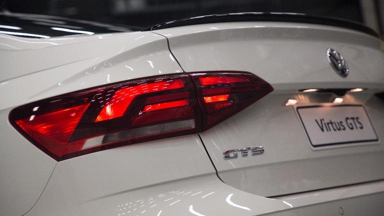 O modelo vai de 0 a 100 km/h em apenas 8,7 segundos e atinge a velocidade máxima de 210 km/h