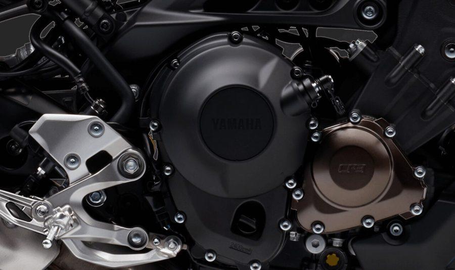 O motor de 3 cilindros é capaz de gerar um torque brutal de 8,92 kgf.m. Esse modelo é leve, com peso de apenas 193 quilos, que dividido pelos 115 cv do motor, gera ótima relação peso e potência de 1,67 quilo por cv.
