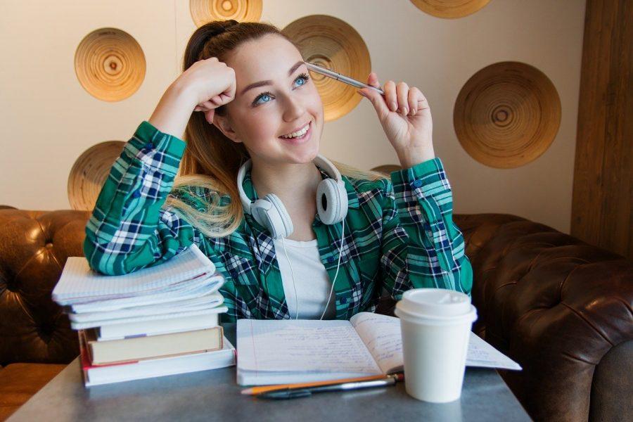 O tempo e a energia que eles dedicam ao aprendizado e os campos de estudo em que realizam seus maiores esforços moldam profundamente as oportunidades que terão ao longo de suas vidas