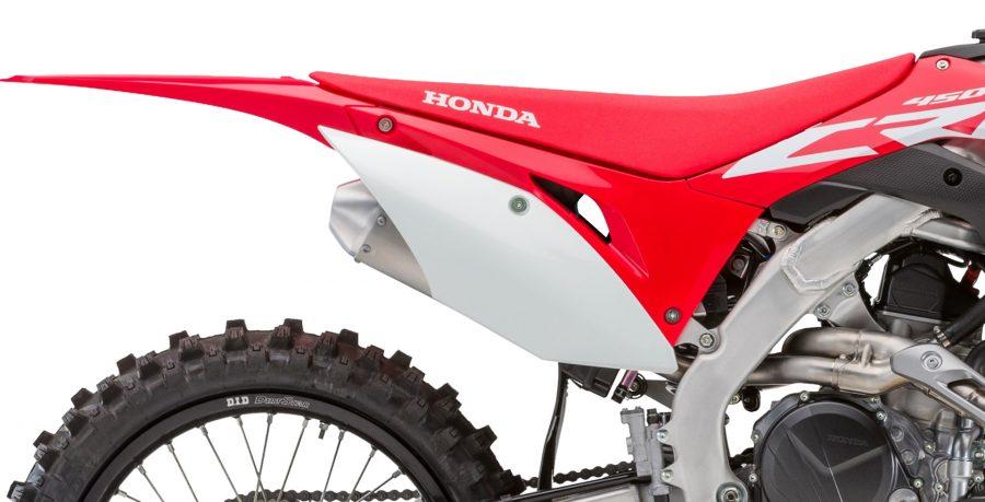 """Trazendo todo o DNA de sucesso da linha Honda de motocross, a CRF 450RX é perfeita para trilhas e competições de enduro e rali. Performance e tecnologia: tanque com capacidade de 8,5 L, roda traseira de 18"""", corrente de transmissão com retentores e muito mais."""