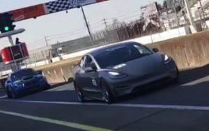 Tesla Model 3 vence o tempo de uma McLaren F1