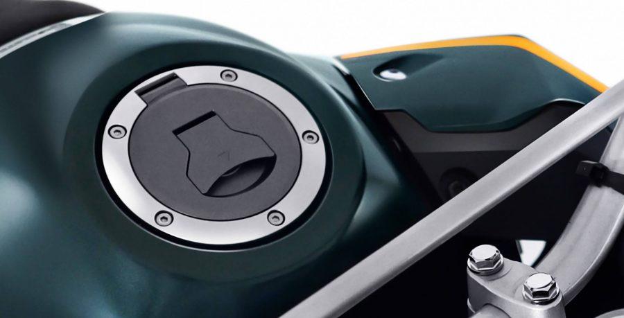 A XRE 300 tem um estilo próprio. Com a tampa articulada ao tanque, ela possui um visual moderno e ainda garante praticidade ao abastecer