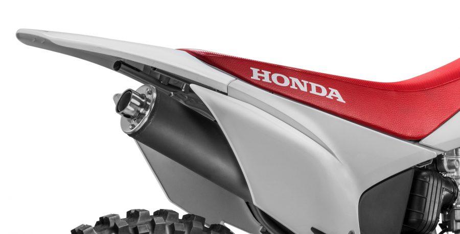 Com suspensão traseira do tipo Pro-Link, ela oferece progressividade e mantém o pneu em contato permanente com o solo.