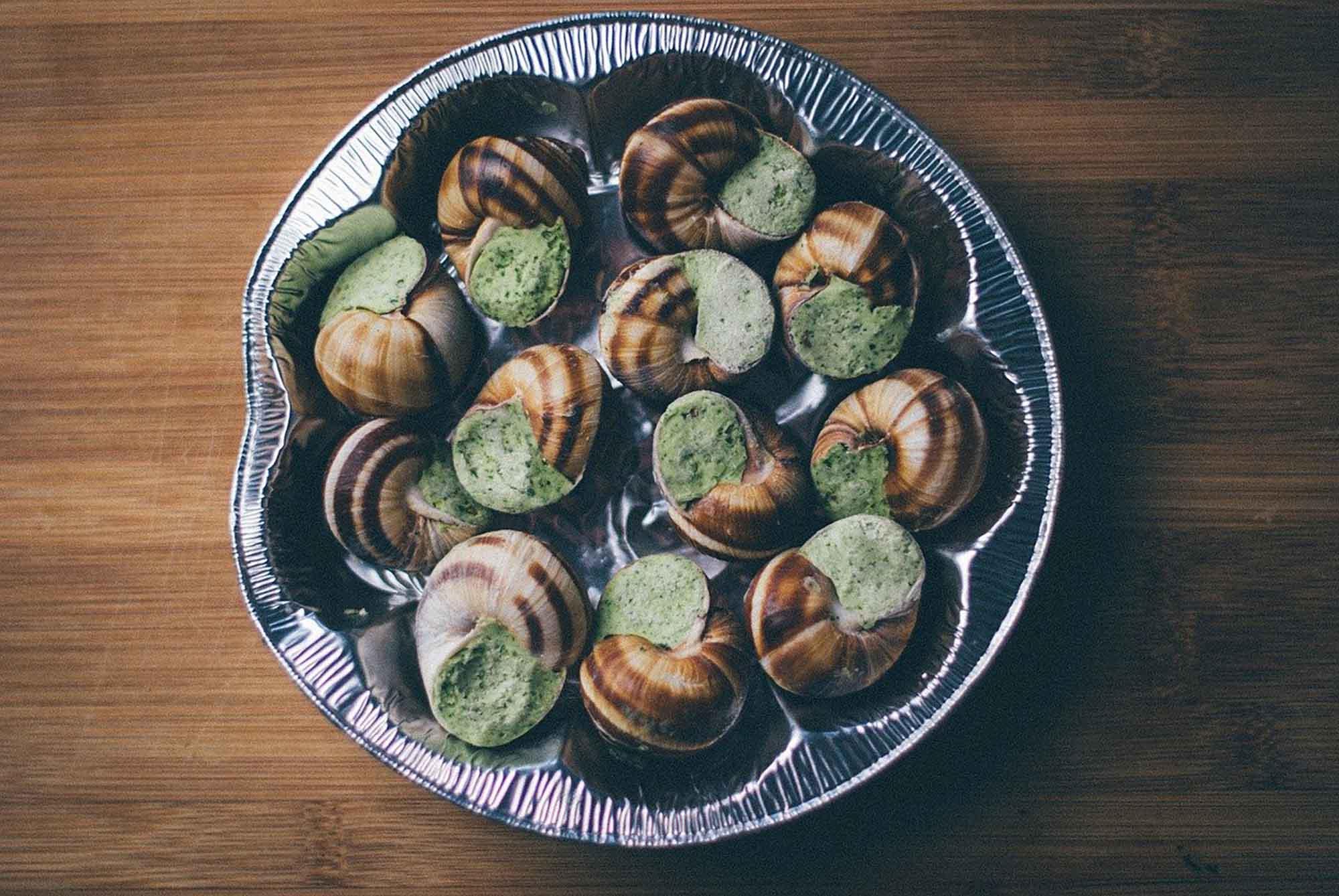 Os caracóis são considerados como iguarias em Portugal e em vários países. Também são bastante apreciados na França e Itália onde são chamados de escargots e lumache, respectivamente.