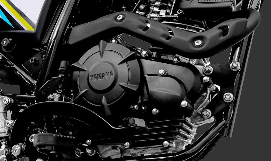 Possui tecnologia Blueflex, permitindo o uso de gasolina ou etanol, impressiona pela robustez mecânica e pelo baixo consumo. O motor da Crosser conta com o YRCS (Yamaha Ram Air Cooling System), sistema exclusivo que potencializa a refrigeração do motor, otimizando o desempenho e performance da motocicleta.