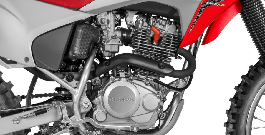 O motor OHC 230cc é forte e robusto, proporcionando ótimo desempenho para qualquer desafio.
