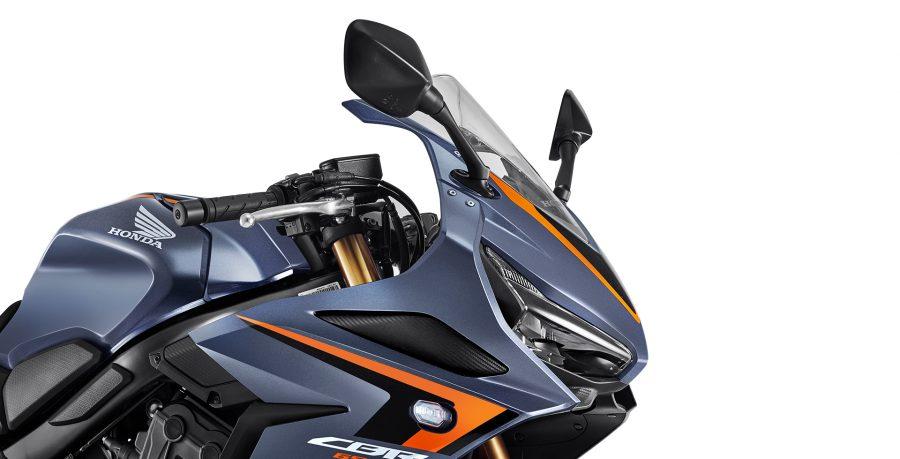O design da CBR 650R eleva a esportividade para um novo nível. Inspirada na CBR 1000RR Fireblade, a CBR 650R traz todo o DNA de competição da Honda para oferecer mais performance e estilo.