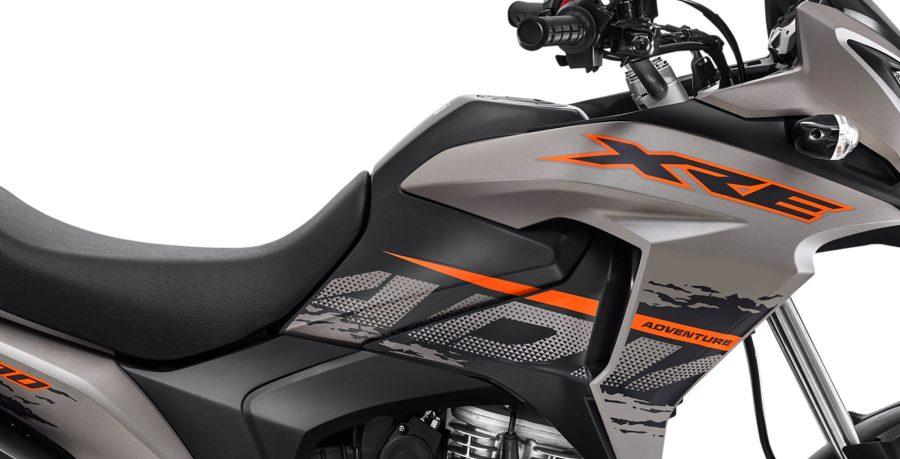 Em uma XRE 190 ABS até o dia a dia da cidade fica mais emocionante. A carenagem lateral - com volume, robustez e linhas precisas – reforça o porte e a personalidade aventureira da moto.
