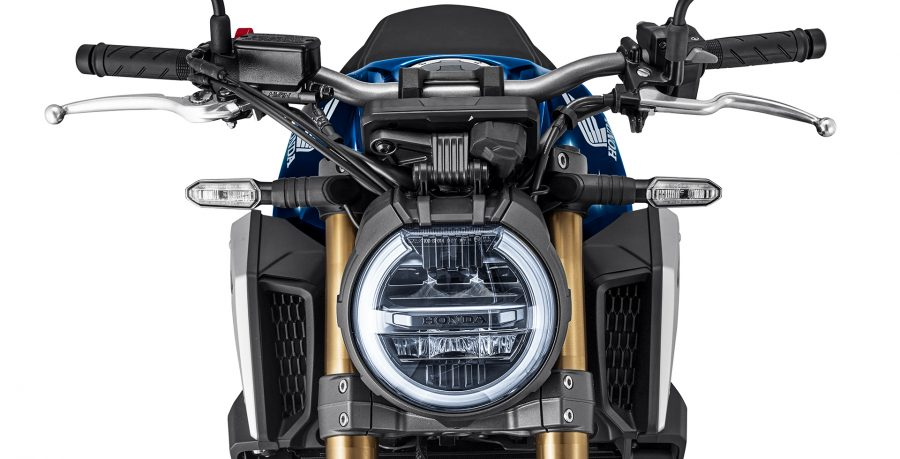 O conjunto ótico da CB 650R é composto por farol, piscas e luz de freio em LED, desenhados para proporcionar melhor visibilidade da pista com um estilo único.