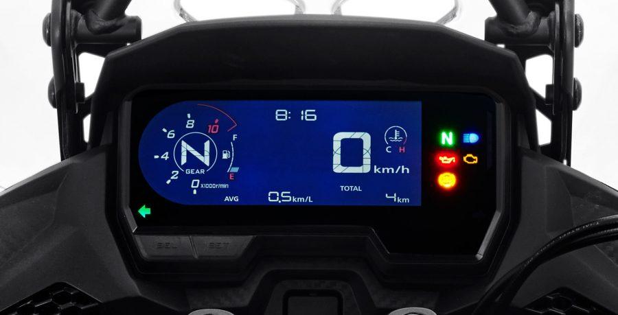 Painel blackout em LCD com acabamento premium, possui diversas funções e agora conta com o indicador de marcha.