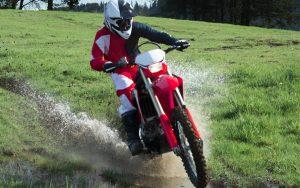 Enfrente qualquer trilha com a nova Honda CRF 450X