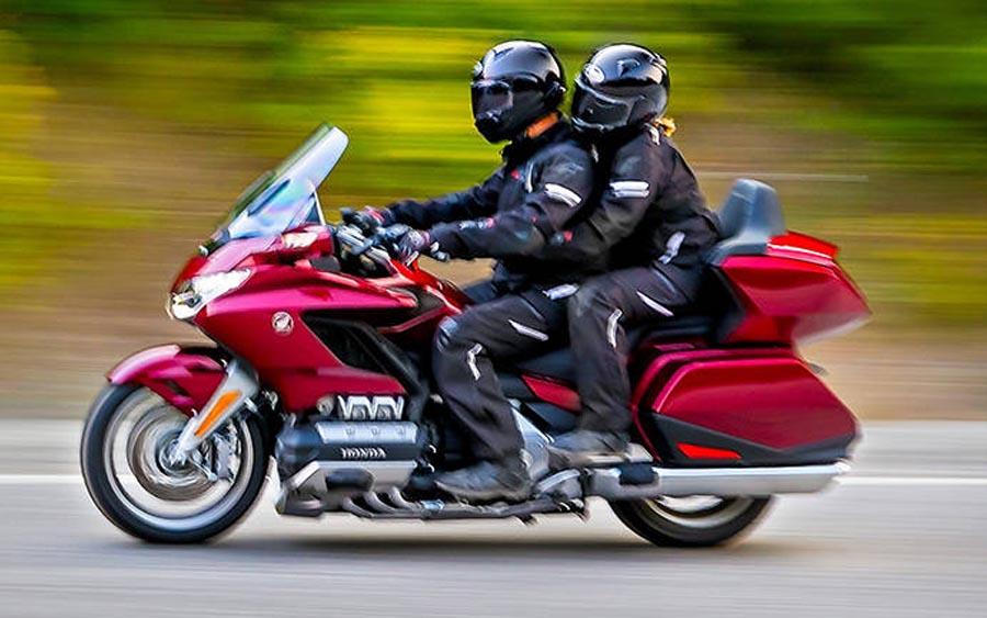 Honda GL 1800 Gold Wing Tour é mais que uma moto