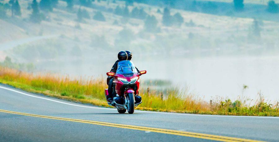 O Walking Mode permite que o piloto movimente a motocicleta para frente e para trás sem esforço: uma inovação perfeita para ajudar você a estacionar em locais mais estreitos e manobrar em baixa velocidade.