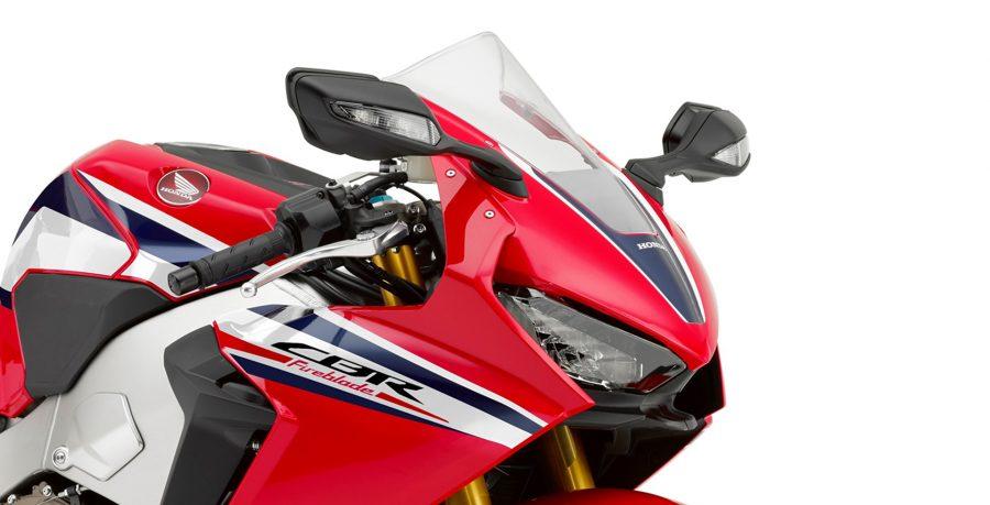 Com 15 kg a menos, a CBR 1000RR passa a ser a motocicleta esportiva mais leve do mercado. O peso reduziu, mas a pilotagem ficou ainda melhor.