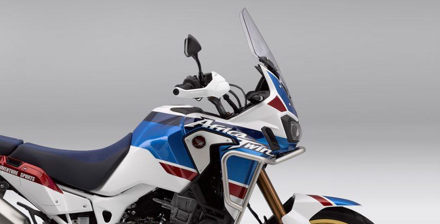 Com 7 níveis de controle, além do modo desligado, o HSTC permite que o piloto configure o torque da motocicleta com máxima precisão, de acordo com o tipo de terreno e estilo de pilotagem, otimizando a tração e prevenindo que a roda deslize.